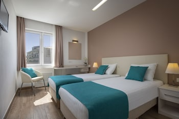 Superior Twin Room (single use)