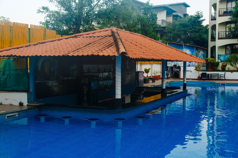 Swim-up Bar