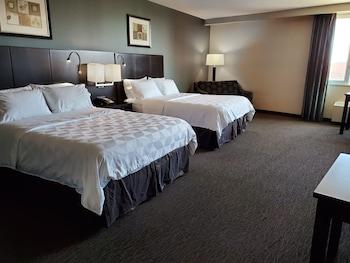 Deluxe Suite, 2 Queen Beds, Non Smoking, Corner