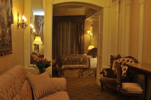 . Nobilis Hotel