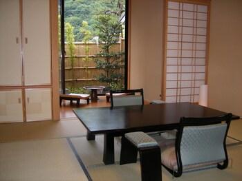 RYOTEI RANGETSU In-Room Dining