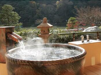 RYOTEI RANGETSU Deep Soaking Bathtub