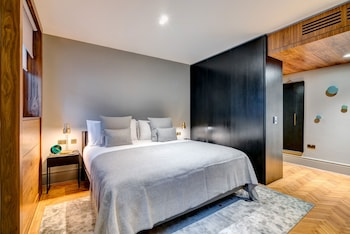 Signature Suite, 2 Bedrooms, Kitchenette With Club Lounge Access