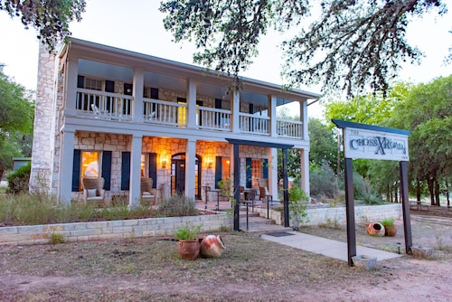 . The Crossroads Inn (formerly Chantilly Lace Country Inn)