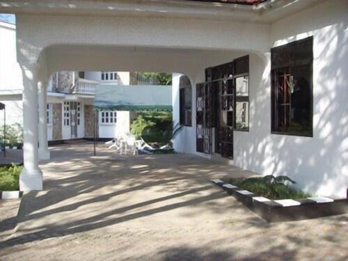 Nelly's Inn, Kinondoni