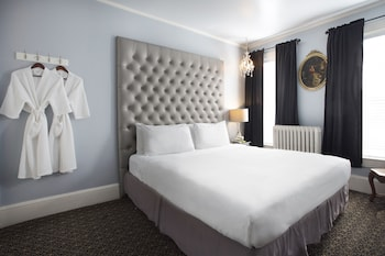 Standard Room, 1 King Bed, Shared Bathroom