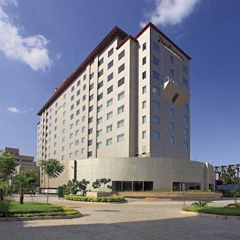 Radisson Gurugram Udyog Vihar - Hotel Front  - #0