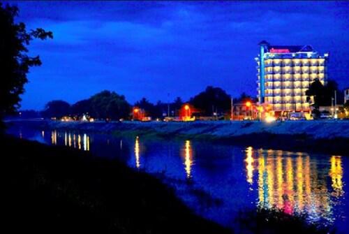 . King Fy Hotel