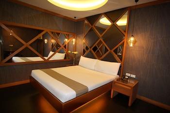Standard Room, 1 Queen Bed (No Garage)