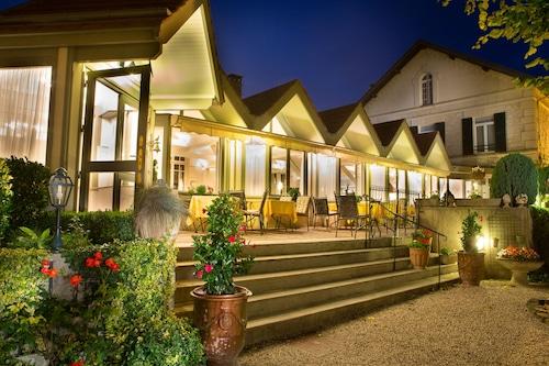 . Logis de France - Hotel Relais D'Aumale
