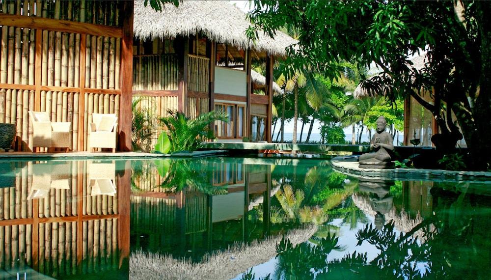 https://i.travelapi.com/hotels/5000000/4870000/4863300/4863227/0cdf98f7_z.jpg
