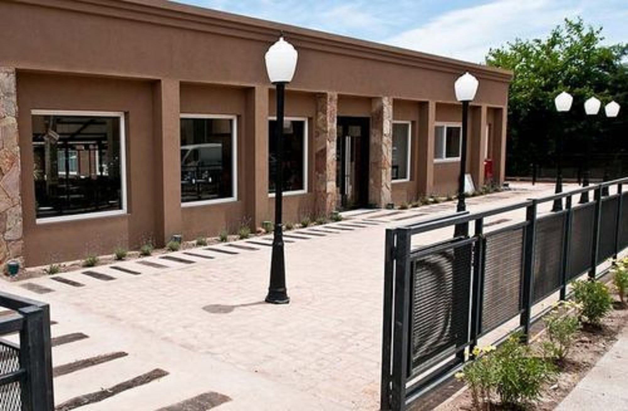 Pro Hotel, Pilar