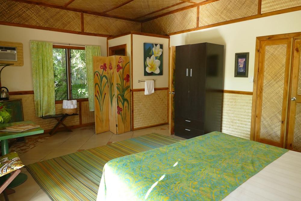 https://i.travelapi.com/hotels/5000000/4870000/4866100/4866070/d44481ae_z.jpg