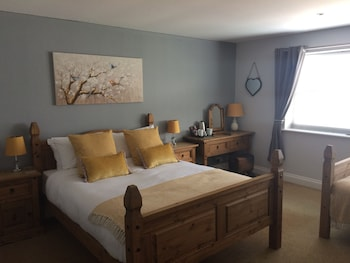 Double Room, Ensuite (King Bed & Single Bed)