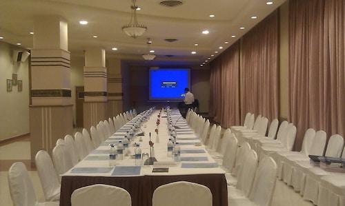 Grand Hotel, Mumbai City