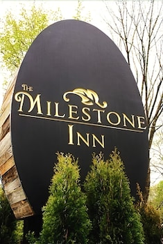 Hotel - The Milestone Inn