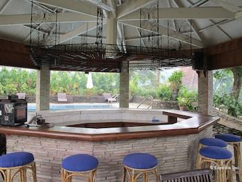Utopia Resort And Spa Puerto Galera Hotel Bar