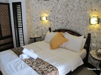 Utopia Resort And Spa Puerto Galera Guestroom