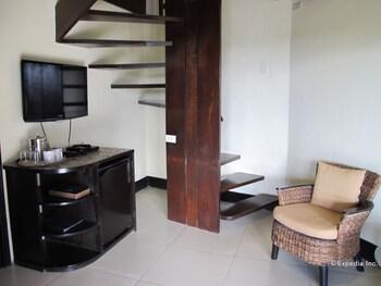 Utopia Resort And Spa Puerto Galera Living Area