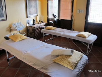 Utopia Resort And Spa Puerto Galera Treatment Room