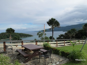 Utopia Resort And Spa Puerto Galera Outdoor Dining