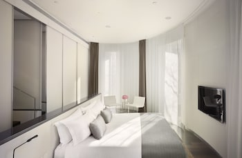 Personality, Panoramic Suite, 1 King Bed, Terrace, City View