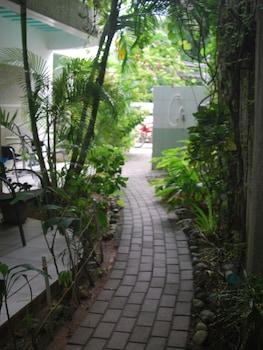 Roxon Apartments Boracay Hallway