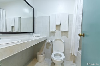 Pacific Cebu Resort Bathroom