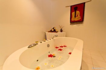 Pacific Cebu Resort Indoor Spa Tub