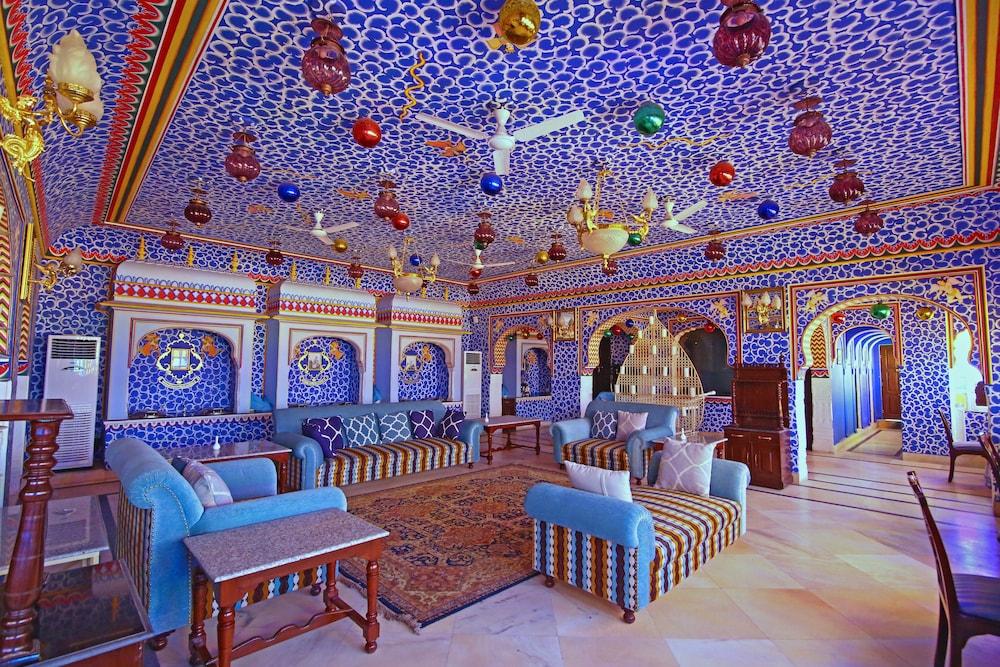 https://i.travelapi.com/hotels/5000000/4900000/4895800/4895725/0156df7c_z.jpg
