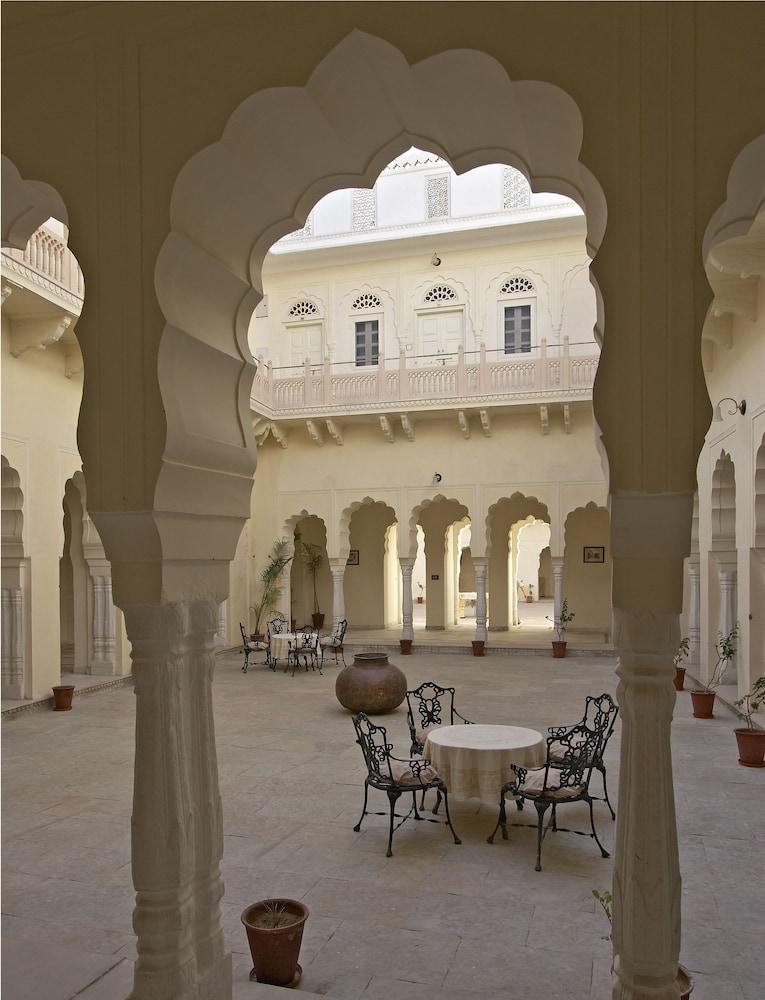 https://i.travelapi.com/hotels/5000000/4900000/4895800/4895725/40208035_z.jpg