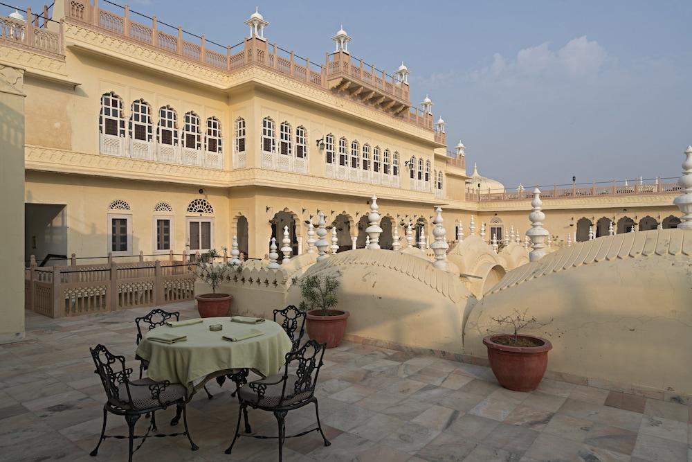 https://i.travelapi.com/hotels/5000000/4900000/4895800/4895725/476c9fad_z.jpg