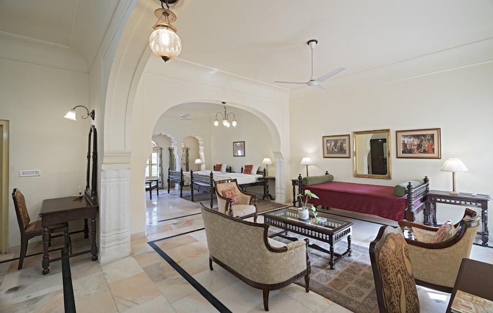 https://i.travelapi.com/hotels/5000000/4900000/4895800/4895725/75b8b11d_z.jpg