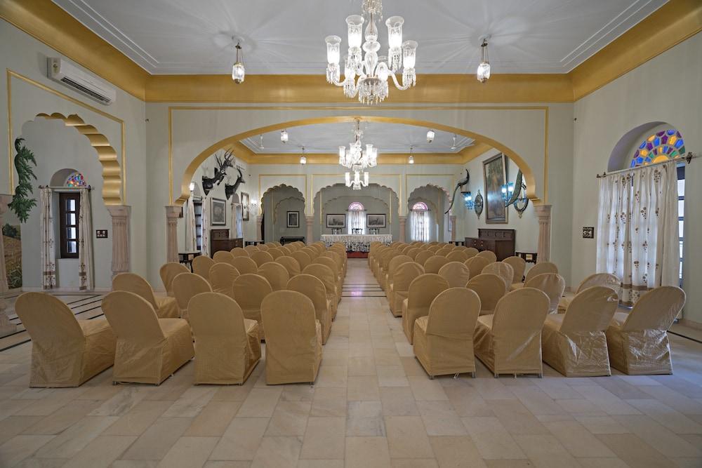 https://i.travelapi.com/hotels/5000000/4900000/4895800/4895725/9c9148d6_z.jpg