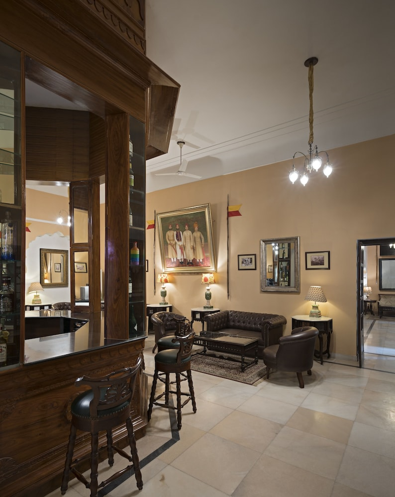 https://i.travelapi.com/hotels/5000000/4900000/4895800/4895725/edbf6b82_z.jpg