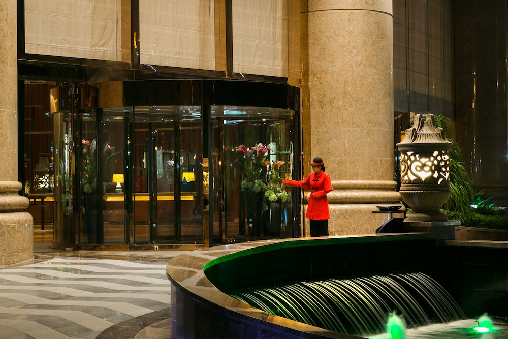Hotel : Interior Entrance 2 of 80