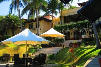 Club Punta Fuego Batangas Courtyard
