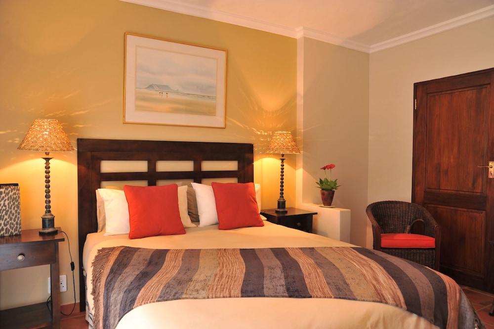 https://i.travelapi.com/hotels/5000000/4920000/4916900/4916807/ba20befb_z.jpg