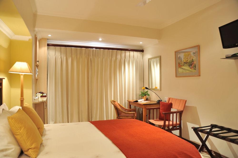 https://i.travelapi.com/hotels/5000000/4920000/4916900/4916807/beb258b2_z.jpg