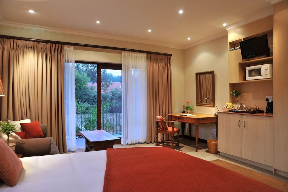 https://i.travelapi.com/hotels/5000000/4920000/4916900/4916807/d4b1b1b6_z.jpg