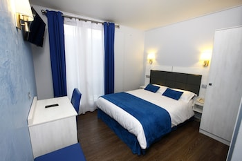 Family Room (Adjacent room)