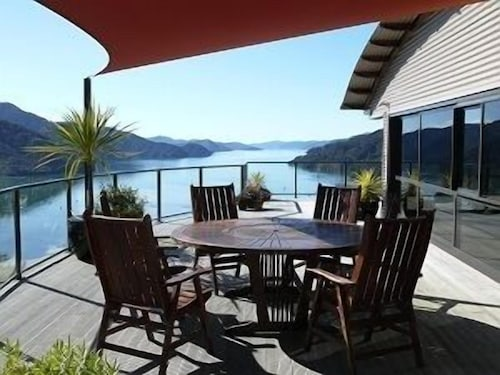 Okiwa Bay Lodge, Marlborough