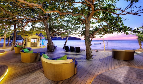 . Mantaray Island Resort