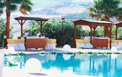 . Desusino Residence & Hotel