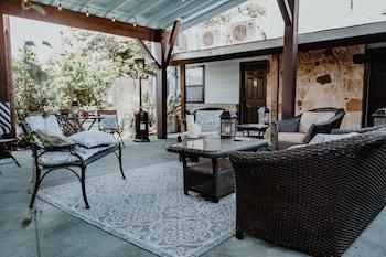 Deluxe Suite, Courtyard View