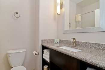 Quality Inn & Suites Bryan - Bathroom  - #0