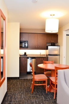 Suite, 1 King Bed, Non Smoking, Kitchen
