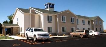 Cobblestone Inn & Suites - Car..