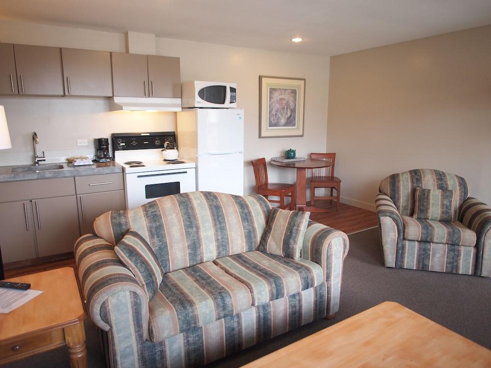 West Coast Motel, Alberni-Clayoquot
