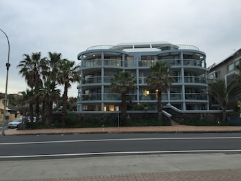Hotel - Manly Surfside Holiday Apartments